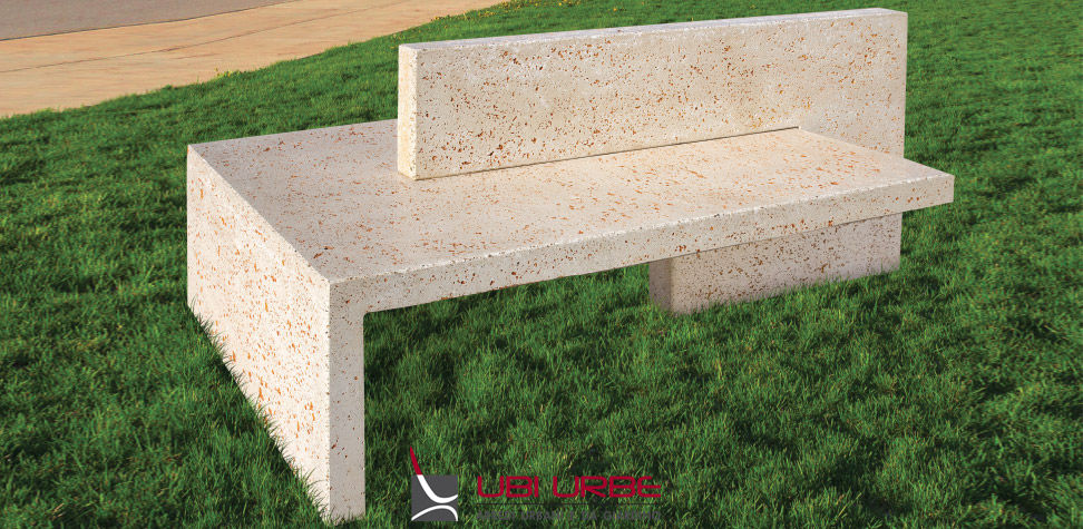 Espace, panchine in cemento con doppia e singola seduta